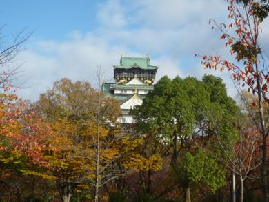 借景として、観劇中に大阪城が出現!