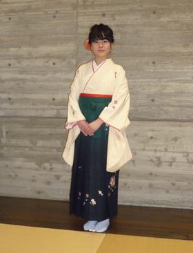 素敵な袴(ハカマ)姿のお嬢さん