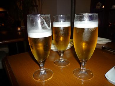 ビールで乾杯!ちょっと減っているのが僕の分です。