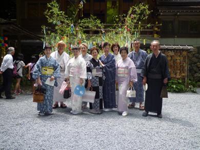 貴船神社内で記念撮影