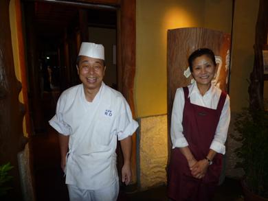 笑顔が素敵!大将の内山さんとスタッフの女性です。
